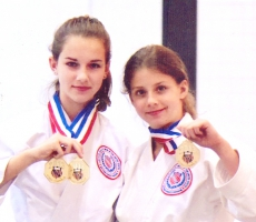 Carissa (left) and Nadia Hansen